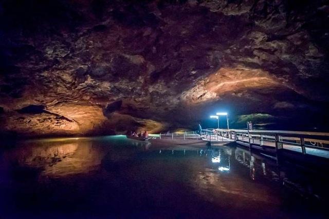 """Khám phá 10 hồ nước ngầm """"đẹp kỳ ảo"""" trên thế giới - Ảnh 2."""