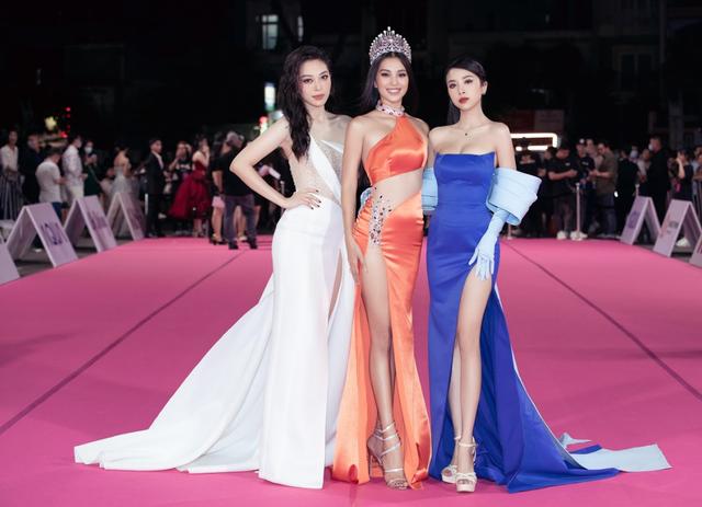 Tiểu Vy, Đỗ Mỹ Linh đọ trang sức bạc tỷ trên thảm đỏ Chung kết toàn quốc Hoa hậu Việt Nam 2020 - Ảnh 5.