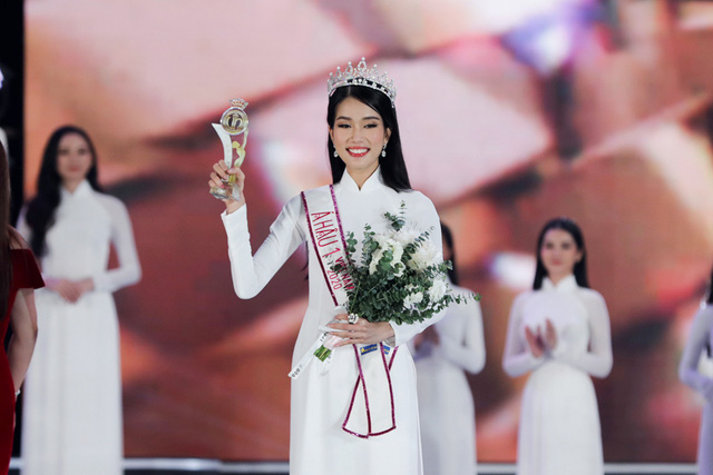 Nhan sắc và học vấn đỉnh của hai Á hậu Việt Nam 2020 - Ảnh 9.