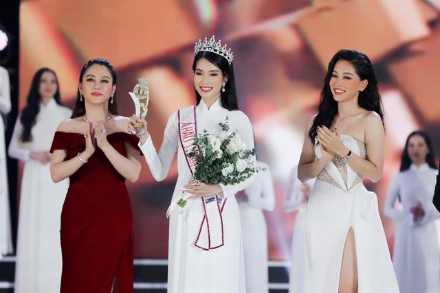 Nhan sắc và học vấn đỉnh của hai Á hậu Việt Nam 2020 - Ảnh 10.