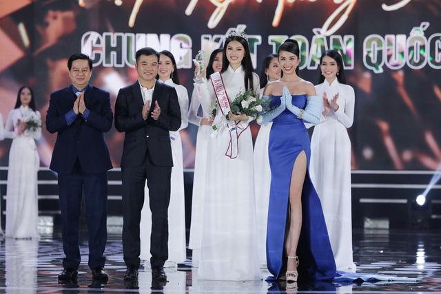Nhan sắc và học vấn đỉnh của hai Á hậu Việt Nam 2020 - Ảnh 21.