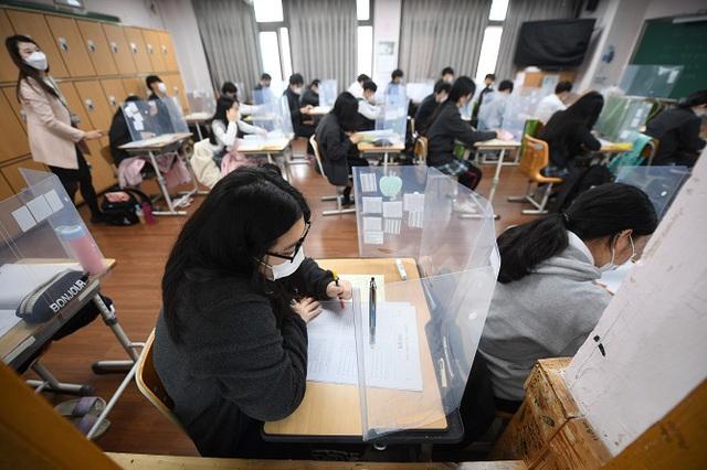Hàn Quốc bước vào 2 tuần chống dịch đặc biệt trước kỳ thi đại học - Ảnh 1.