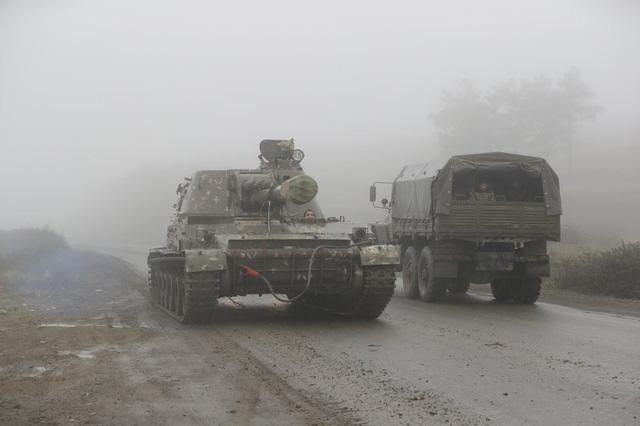Azerbaijan và Armenia bắt đầu bàn giao lãnh thổ - Ảnh 1.