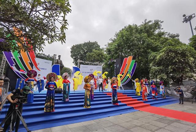 Lễ Khởi động cùng SEA Games 31 tại Hà Nội diễn ra trang trọng - Ảnh 2.