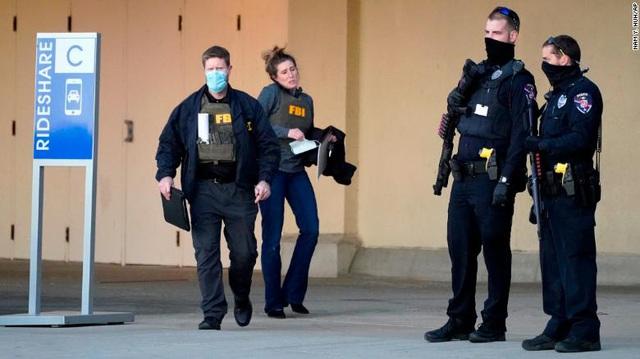 Xả súng tại trung tâm thương mại ở Wisconsin (Mỹ), nhiều người bị thương - Ảnh 1.