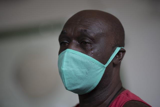 Hơn 57,8 triệu người nhiễm COVID-19 trên thế giới, Mỹ ghi nhận kỷ lục gần 150.000 ca mắc mới/ngày - Ảnh 1.
