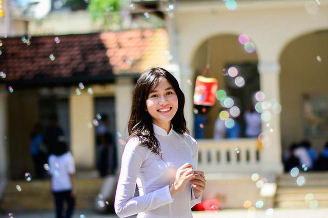 Nhan sắc và học vấn đỉnh của hai Á hậu Việt Nam 2020 - Ảnh 1.