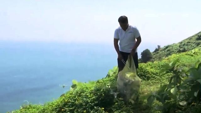Vị giám đốc hơn 8 năm miệt mài nhặt rác ở bán đảo Sơn Trà - Ảnh 1.