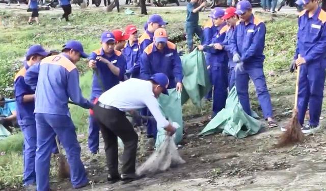 Vị giám đốc hơn 8 năm miệt mài nhặt rác ở bán đảo Sơn Trà - Ảnh 3.