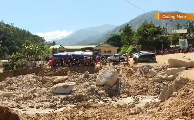 Thông đường vào xã Phước Lộc sau 25 ngày bị cô lập - ảnh 2