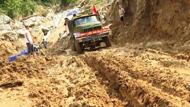 Thông đường vào xã Phước Lộc sau 25 ngày bị cô lập - ảnh 1