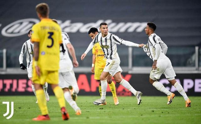 Juventus 2-0 Cagliari: Ronaldo lập cú đúp, Juventus áp sát ngôi đầu - Ảnh 3.