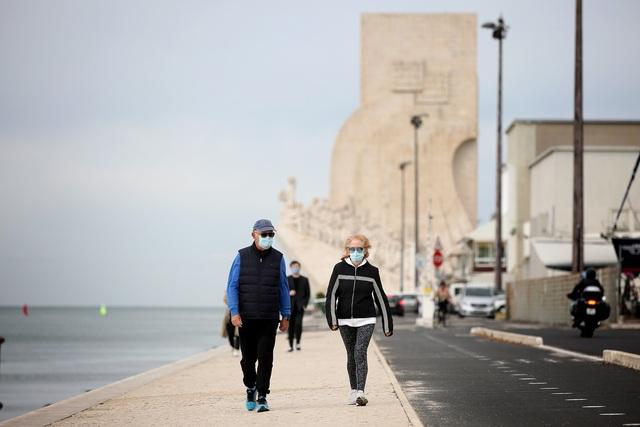 Bồ Đào Nha cấm tự do đi lại giữa các thành phố trong 2 ngày lễ - Ảnh 1.