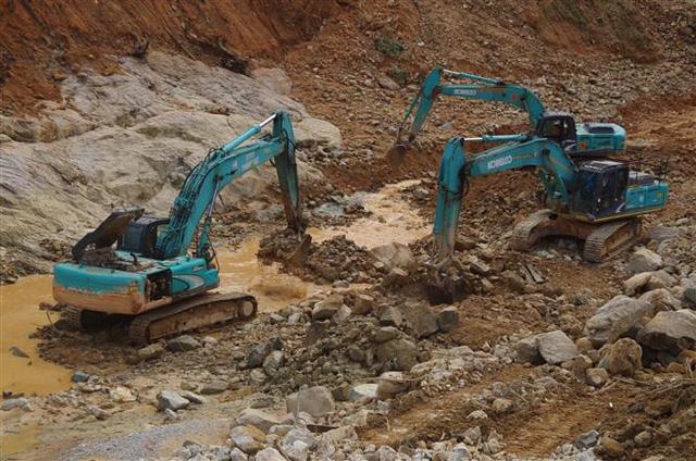 Tìm thấy thi thể 1 công nhân mất tích tại lòng sông Rào Trăng - Ảnh 1.
