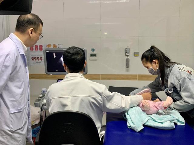 Trái tim cho em khám tầm soát tim cho hơn 600 trẻ em tại Cần Thơ - Ảnh 1.