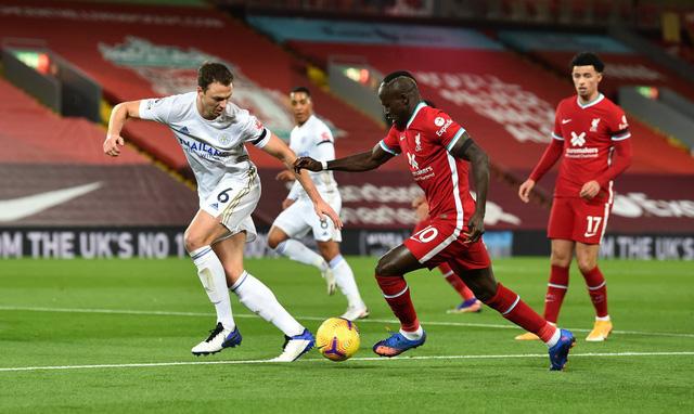 Thắng đậm Leicester, Liverpool vẫn chưa đòi được ngôi đầu Ngoại hạng Anh - Ảnh 2.