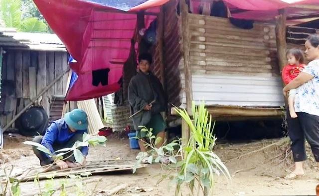 Sau lũ quét, sạt lở miền Trung, nhiều gia đình không còn nhà để trở về - Ảnh 1.