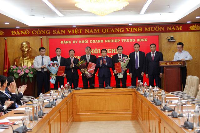 Đảng ủy Khối Doanh nghiệp Trung ương trao quyết định về công tác cán bộ - Ảnh 1.