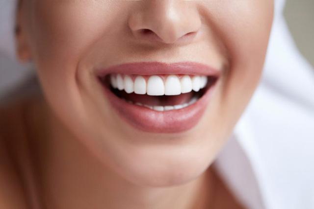 Những lợi ích của việc làm trắng răng và cách làm tại nhà - Ảnh 1.