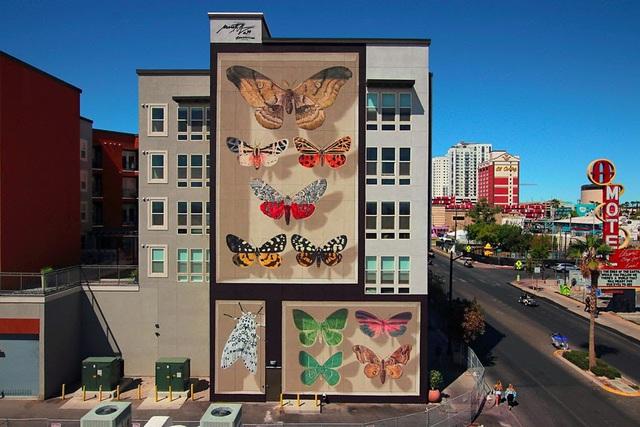 """Kỳ ảo """"bươm bướm"""" siêu thực xếp kín các tòa nhà - Ảnh 3."""