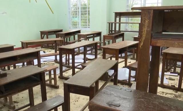 Trường học tan hoang, ngổn ngang sau bão lũ - Ảnh 2.