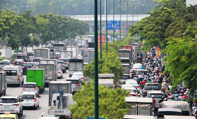 Bùng nổ vận tải hành khách đô thị từ cuộc đua taxi truyền thống, công nghệ - Ảnh 1.