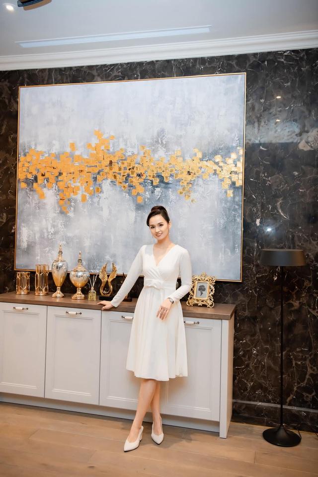 Ngắm trọn không gian sống sang trọng, đẳng cấp của diễn viên Lã Thanh Huyền - Ảnh 2.