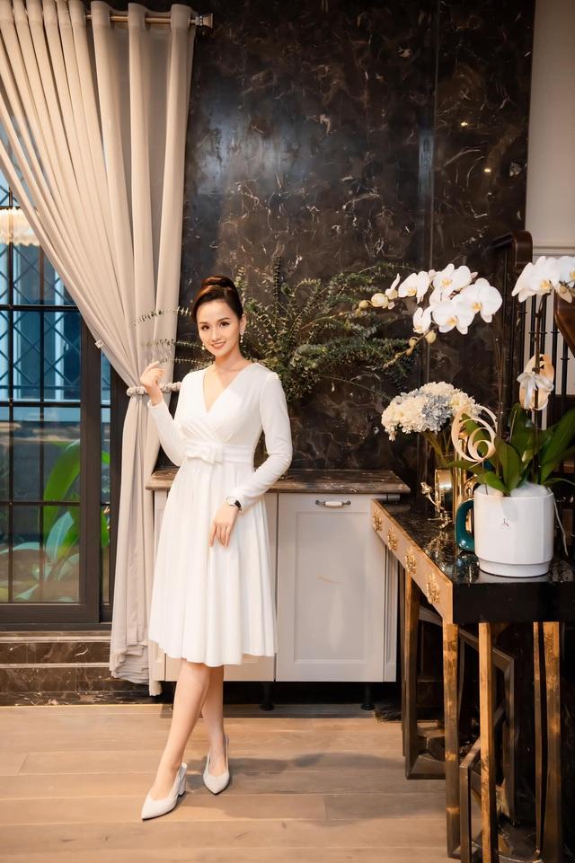 Ngắm trọn không gian sống sang trọng, đẳng cấp của diễn viên Lã Thanh Huyền - Ảnh 1.