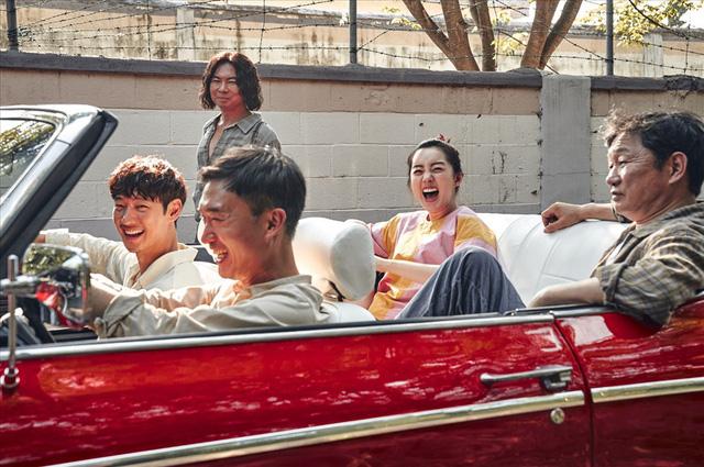 Kẻ săn mộ - Ông hoàng phòng vé tháng 11 Hàn Quốc tung trailer kịch tính - Ảnh 2.