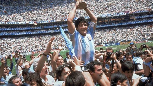Huyền thoại bóng đá Diego Maradona đã trải qua những bệnh lý sức khỏe nào trước khi qua đời? - Ảnh 1.