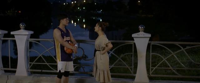 Trói buộc yêu thương - Tập 30: Vừa bị chồng đòi ly hôn, Dung đã có phi công bám đuổi - Ảnh 3.
