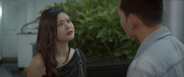 Trói buộc yêu thương - Tập 30: Vừa bị chồng đòi ly hôn, Dung đã có phi công bám đuổi - Ảnh 6.