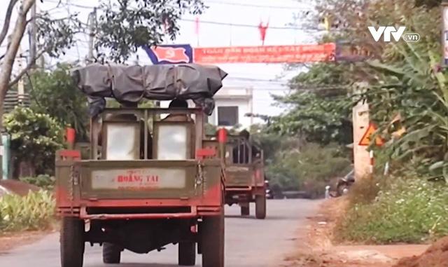 Xe tự chế, máy nông cụ - Mối nguy tiềm ẩn tai nạn giao thông mùa thu hoạch cà phê tại Đắk Lắk - Ảnh 2.