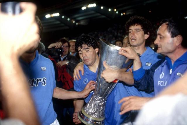 Huyền thoại bóng đá Diego Maradona qua đời ở tuổi 60 - Ảnh 4.
