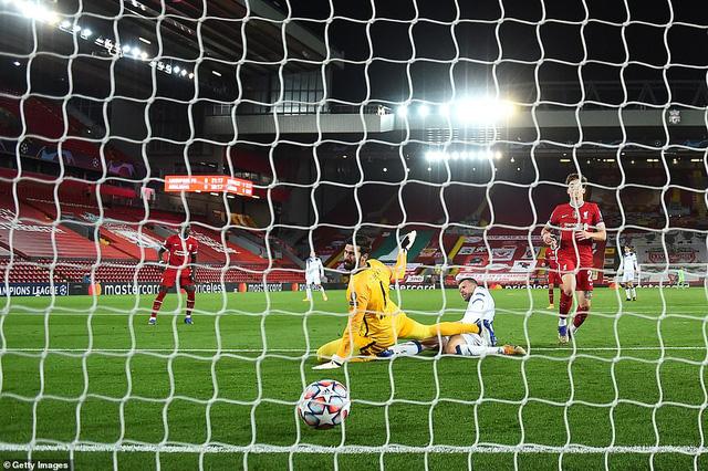 Kết quả UEFA Champions League rạng sáng 26/11: Liverpool bại trận, Man City và Bayern sớm giành vé đi tiếp - Ảnh 2.