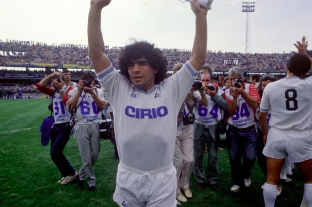 """Diego Maradona - Tiểu sử và thành tích của """"cậu bé vàng"""" Argentina - Ảnh 5."""