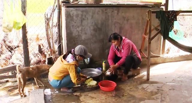 Chuyện khó tin: Cả làng phải dùng nước mương để... ăn uống, sinh hoạt - Ảnh 2.