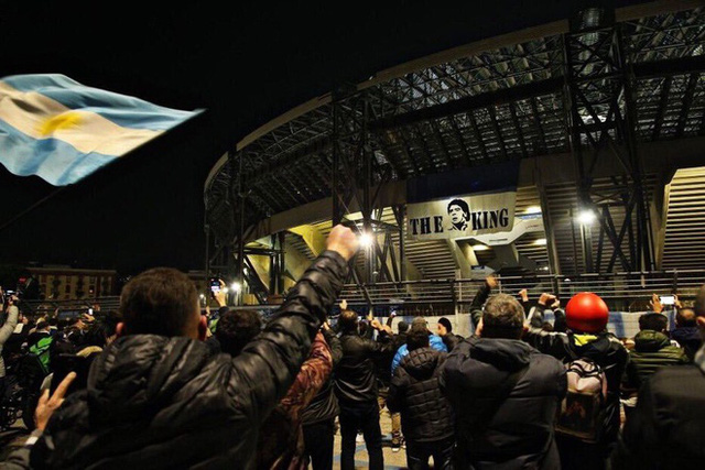 Napoli đổi tên sân để tưởng nhớ Maradona - Ảnh 1.