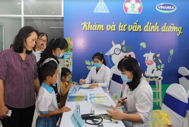 Vinamilk tổ chức ngày hội sữa học đường, mang niềm vui uống sữa tại trường đến với trẻ em Vĩnh Long - Ảnh 6.