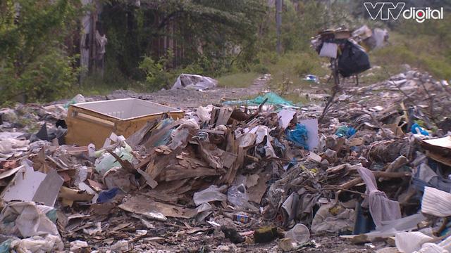 Hàng trăm tấn rác tấn công Khu tái định cư 38 ha ở Quận 12 - Ảnh 1.