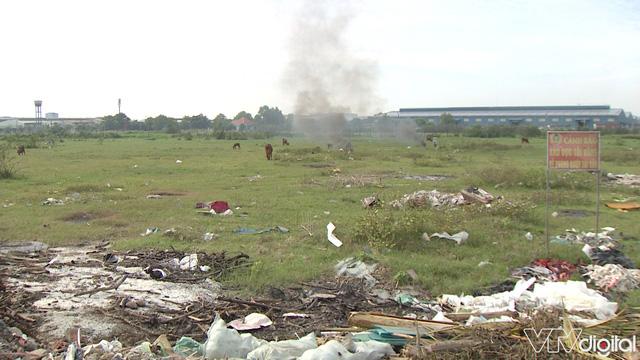 Hàng trăm tấn rác tấn công Khu tái định cư 38 ha ở Quận 12 - Ảnh 2.