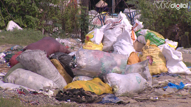 Hàng trăm tấn rác tấn công Khu tái định cư 38 ha ở Quận 12 - Ảnh 3.