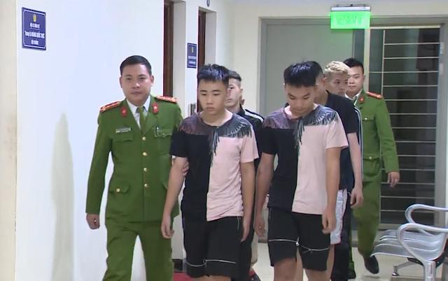 """Triệu tập nhóm thanh niên mang theo hung khí """"hỗn chiến"""" trên phố Hà Nội - Ảnh 2."""