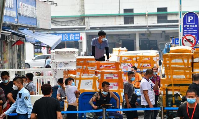 Trung Quốc dừng bán thực phẩm đông lạnh tại 2 chợ dân sinh - Ảnh 2.