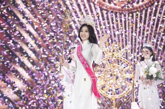 Soi vương miện của Hoa hậu Đỗ Thị Hà với Đỗ Mỹ Linh, Tiểu Vy và Lương Thùy Linh - Ảnh 1.