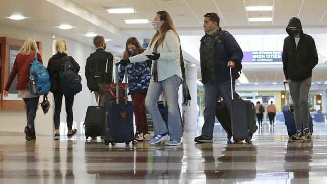 Lượng khách đi lại mùa lễ Tạ ơn tại Mỹ sụt giảm mạnh - ảnh 1