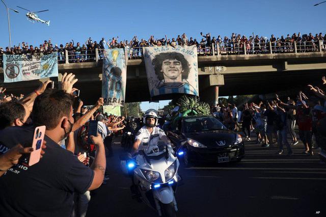 Chủ tịch LĐBĐVN gửi thư chia buồn tới gia đình huyền thoại bóng đá Diego Maradona - Ảnh 3.