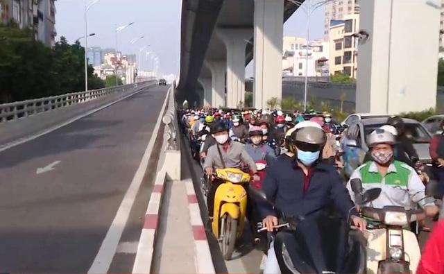 Đề xuất cho xe máy đi lên đường vành đai 2 trên cao Ngã Tư Sở - Ngã Tư Vọng - Ảnh 2.