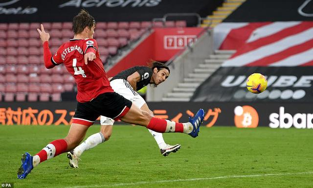 Southampton 2-3 Man Utd: Cavani lập cú đúp giúp M.U ngược dòng kịch tính - Ảnh 2.