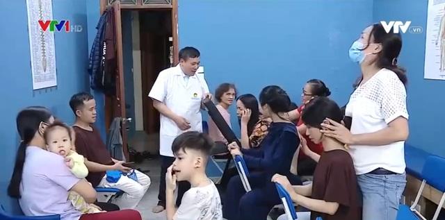 Tổ hợp miễn phí giúp đỡ người nghèo - Ảnh 1.